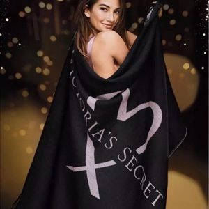 Victoria's Secret BLACK ❤️ Love Cozy Throw Blanket